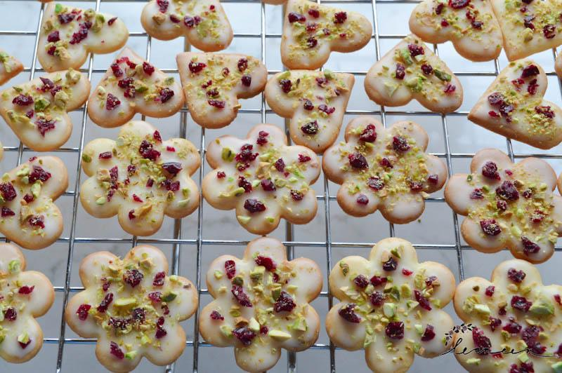 masleni-z-brusniami-in-pistacijami-3-of-18