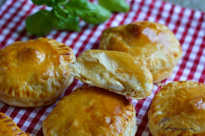 Mini pite s piščancem v sirovi omaki