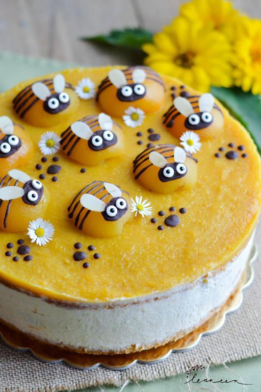 Torta Čebelica- sočna marelična torta