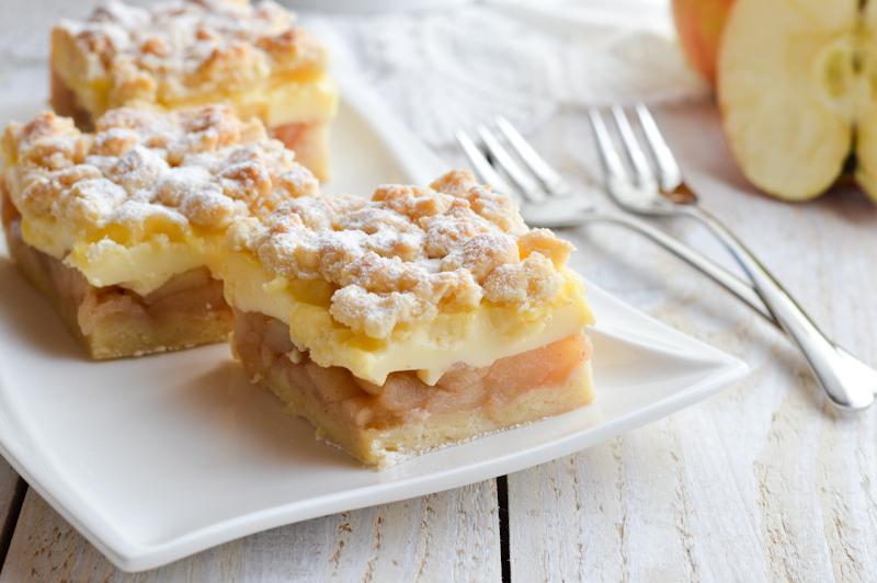 Sočne jabolčne rezine s pudingom