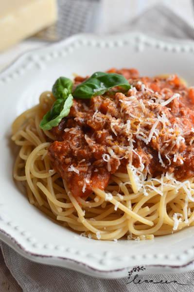 Špageti z domačo omako bolognese