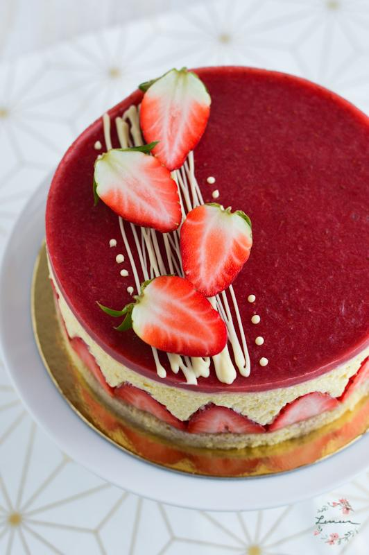 Vanilijeva torta z jagodami