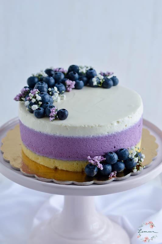 Borovničeva torta z grškim jogurtom