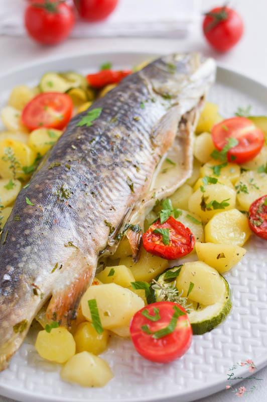 Riba pečena v škrniclju