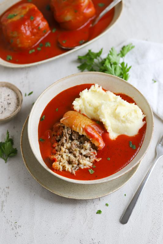 Polnjene paprike v paradižnikovi omaki