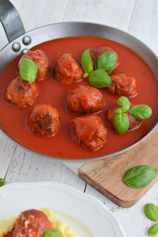 Mesne kroglice v paradižnikovi omaki