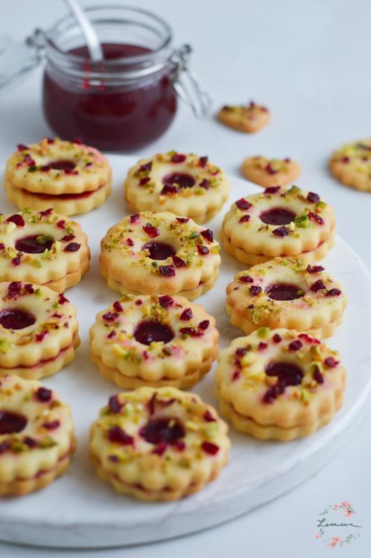 Marmeladni piškoti z brusnicami in pistacijami