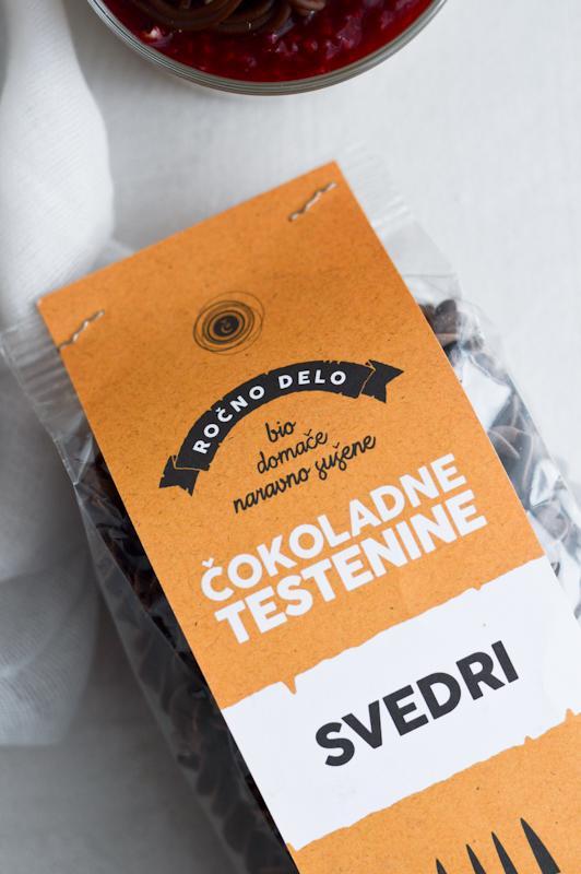 Čokoladne testenine z malinami in čokolado