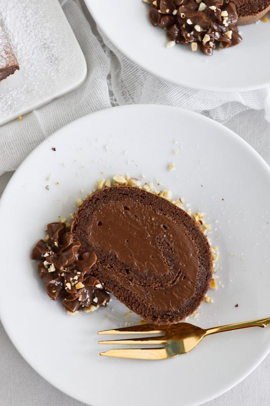 Čokoladna rolada z lešniki