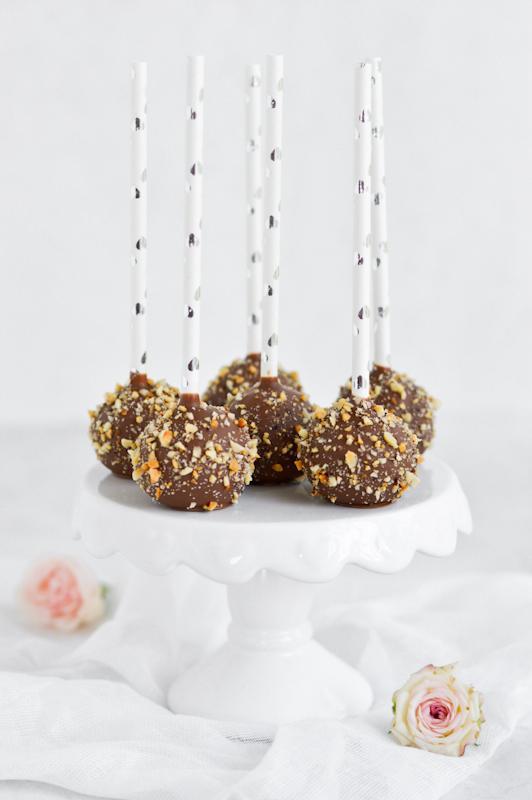 Lešnikovi cake popsi