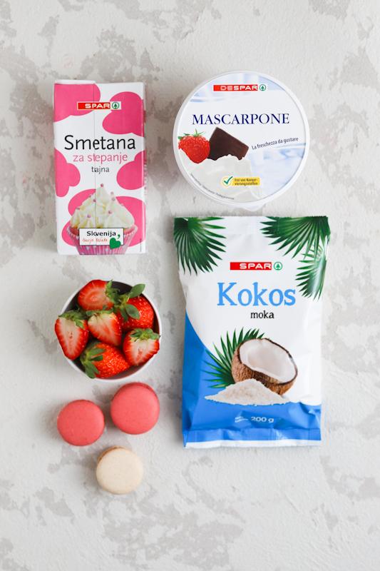 Valentinova jagodna torta s kokosovo kremo