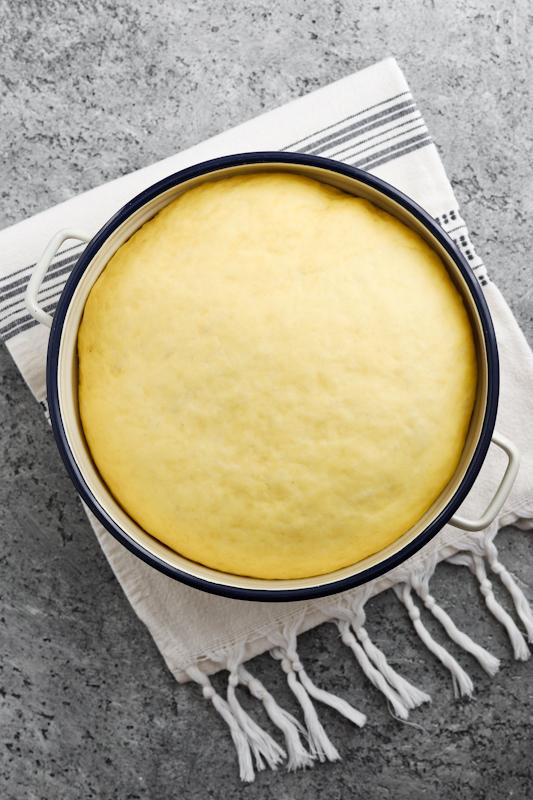 Kvašene rolice s česnovo zeliščnim maslom