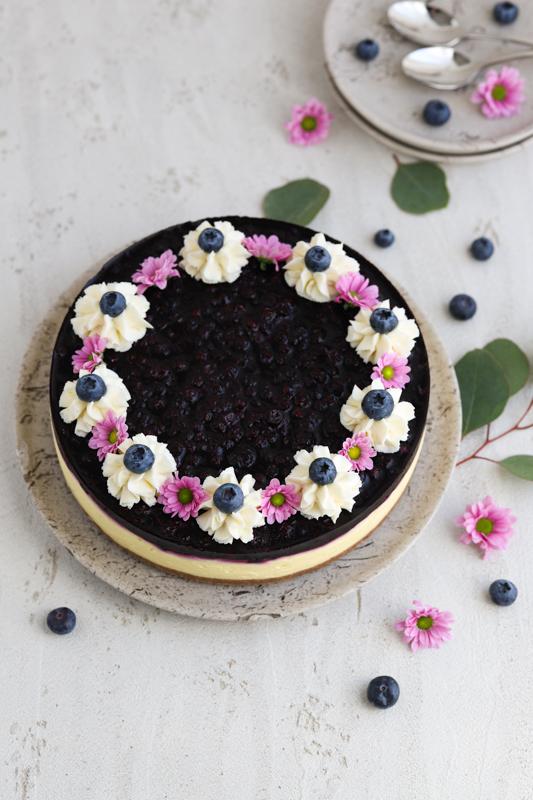 Borovničeva torta s kislo smetano