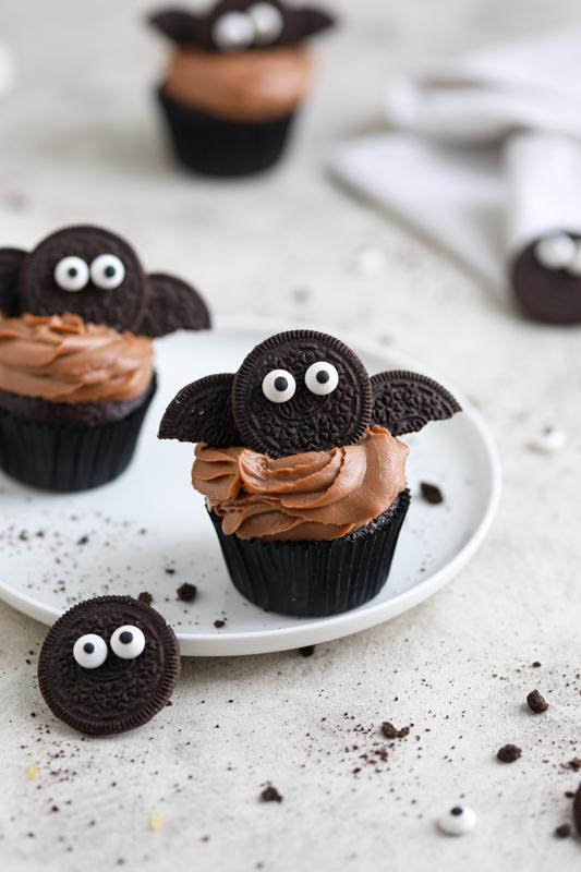 Čokoladni kolački z netopirji za noč čarovnic