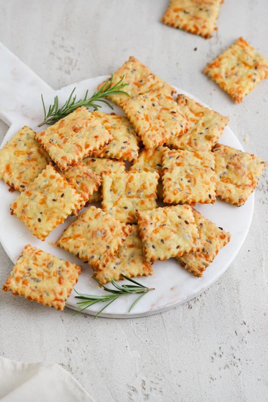 Hrustljavi sirovi krekerji
