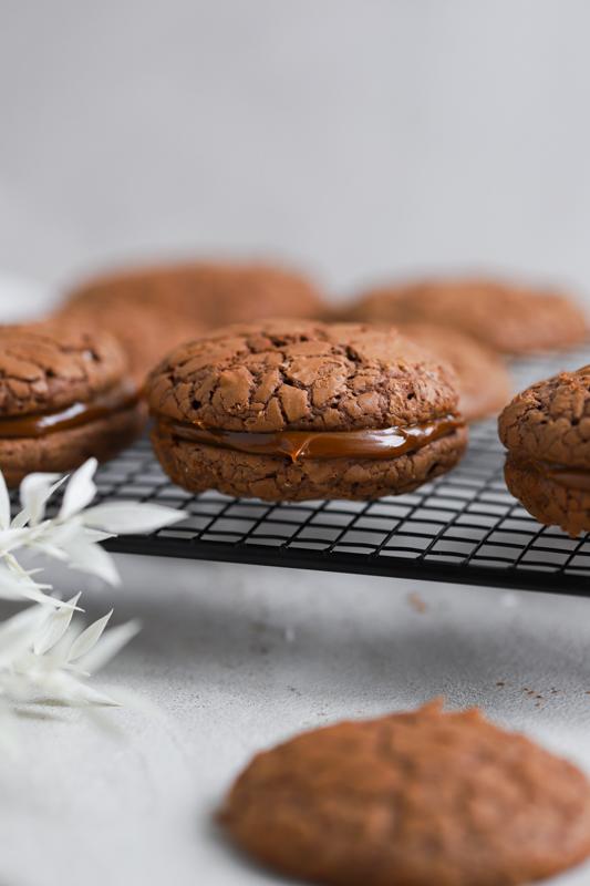 Ekstra čokoladni piškoti s karamelo