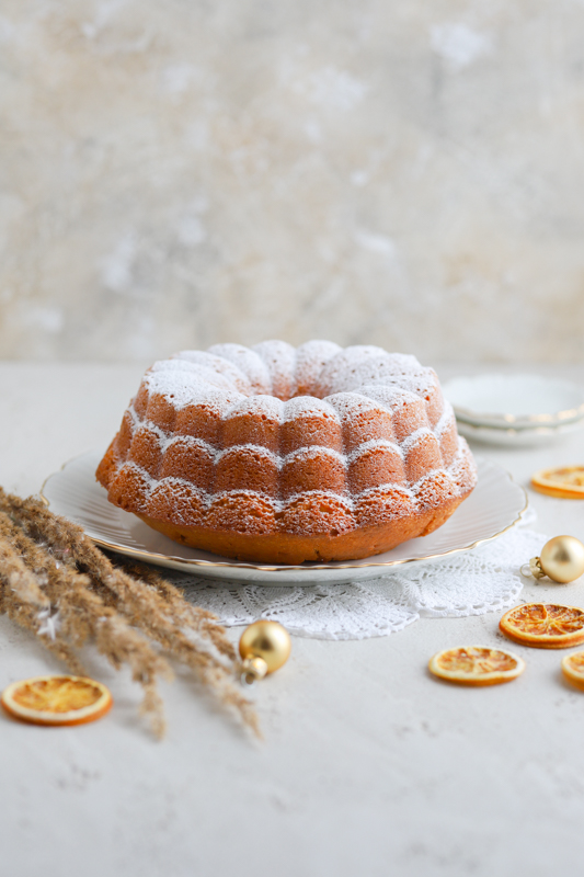Sočen pomarančni kolač