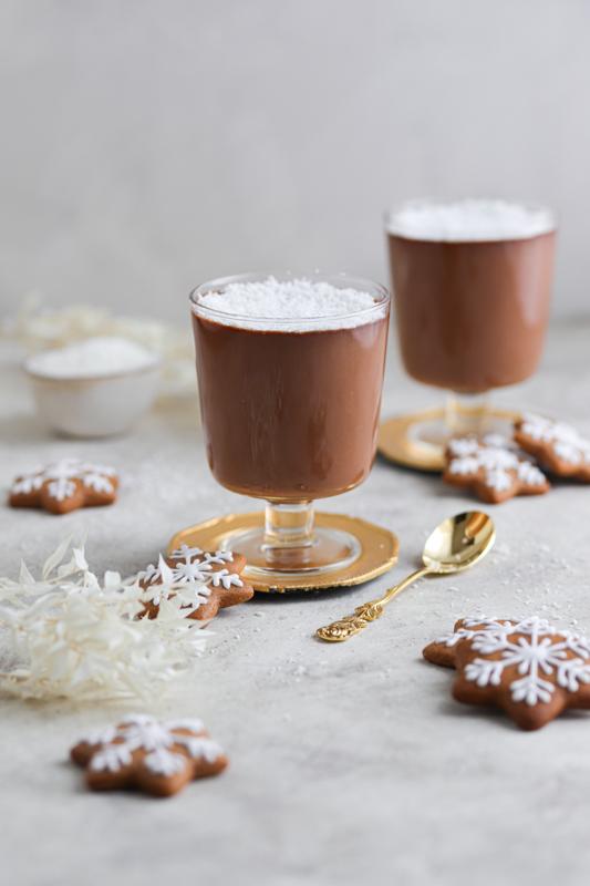 Rum-kokos vroča čokolada