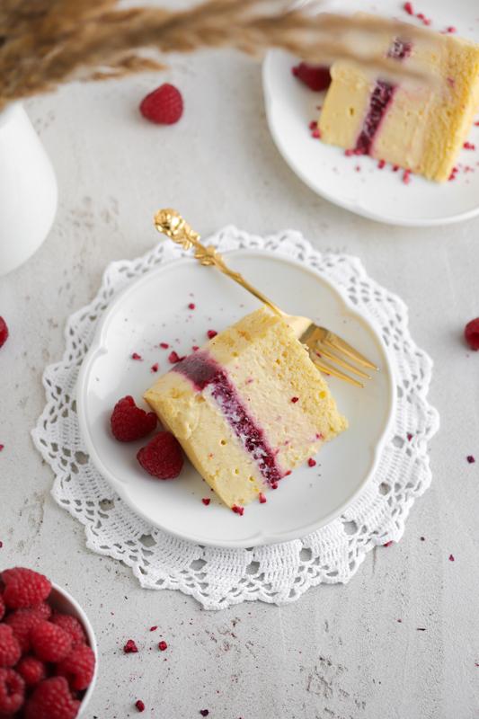 Malinova torta z vaniljevo kremo