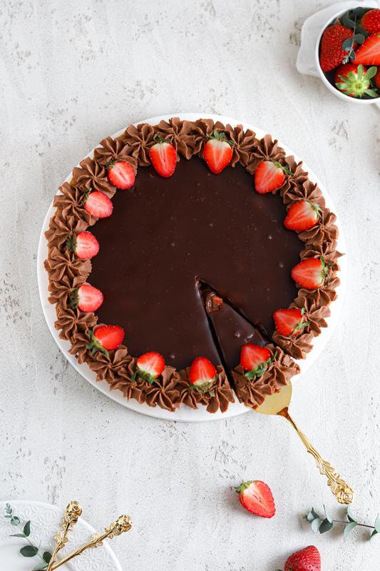 Čokoladna pita z jagodami