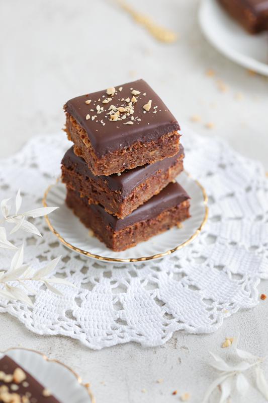 Sočne rožičeve rezine s čokolado
