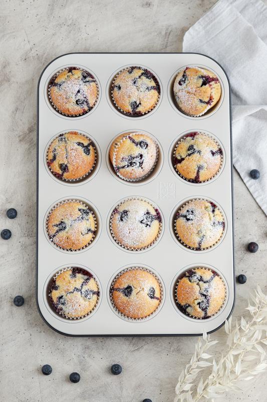 Sočni borovničevi muffini s kislo smetano