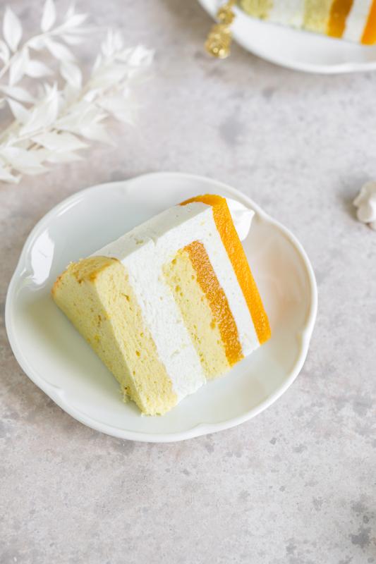 Mango torta z grškim jogurtom in belo čokolado Leaneen