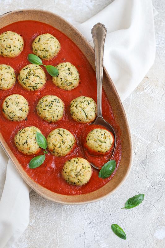 Bučkine kroglice v paradižnikovi omaki