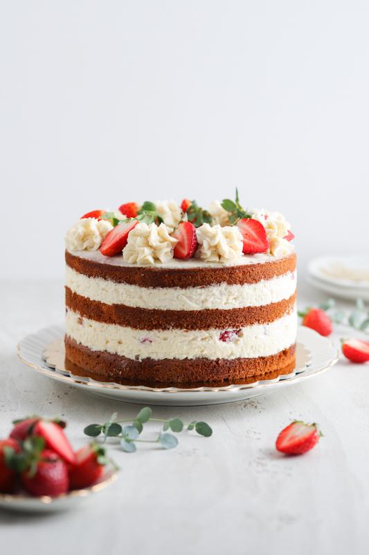 Raffaello torta s svežimi jagodami Leaneen