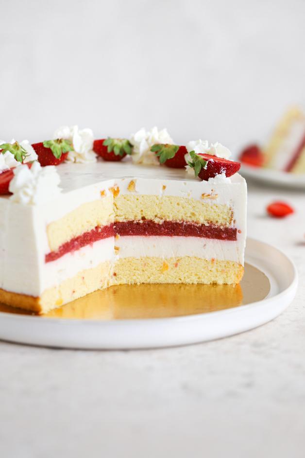 Breskova torta z jagodami Leaneen recept