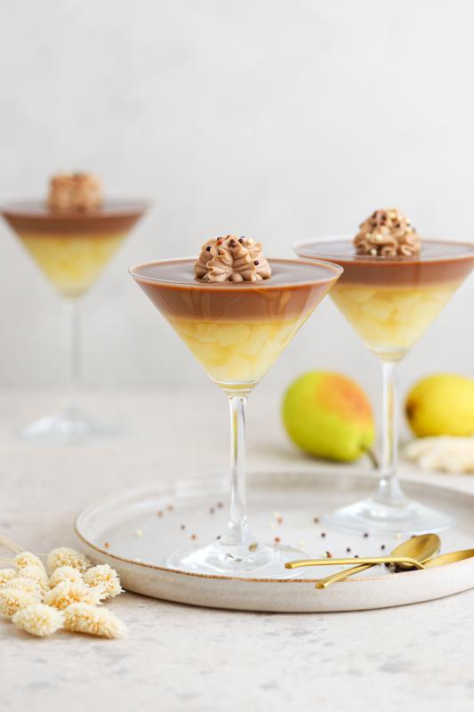 Hruške v čokoladnem vinu s čokoladnim ganachem Leaneen recept