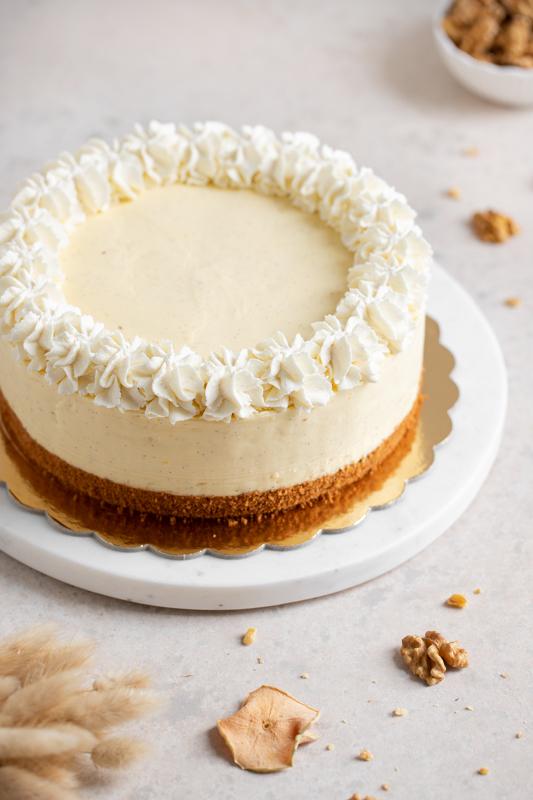 Vaniljeva torta z jabolki in orehovim biskvitom Leaneen recept